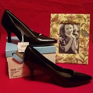 Black heels, 6 1/2 W, Comfort Plus by Predictions